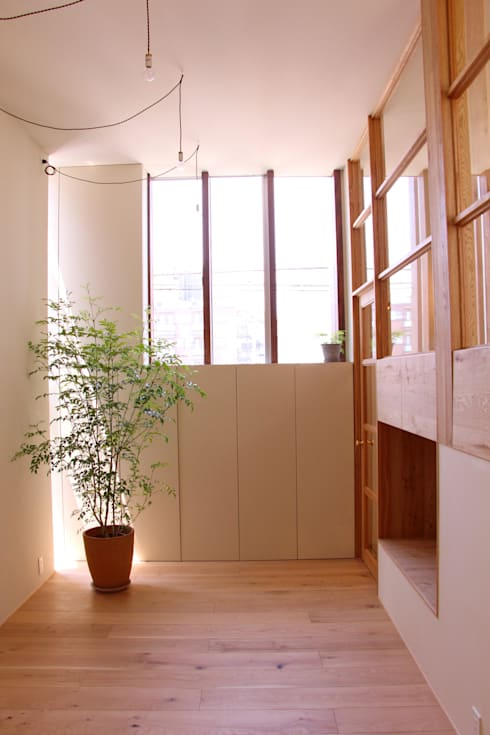 House in Funamachi: MimasisDesign [ミメイシスデザイン]が手掛けた廊下 & 玄関です。