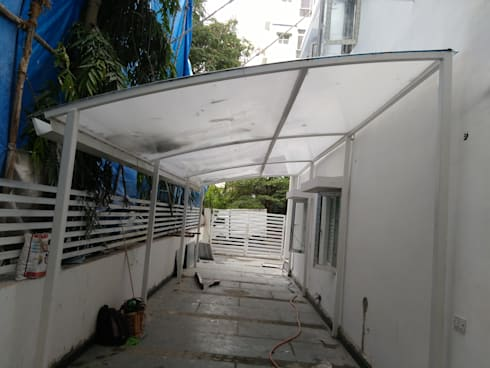 Poly Carbonate Sheet Car Parking : modern Garage/shed by Fabritech India