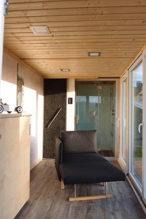 Salas de estilo  por Stefan Brandt - solare Luftheizsysteme und Warmuftkollektoren