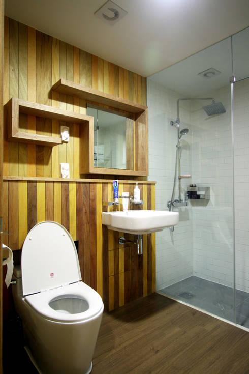 Bathroom by 비온후풍경 ㅣ J2H Architects