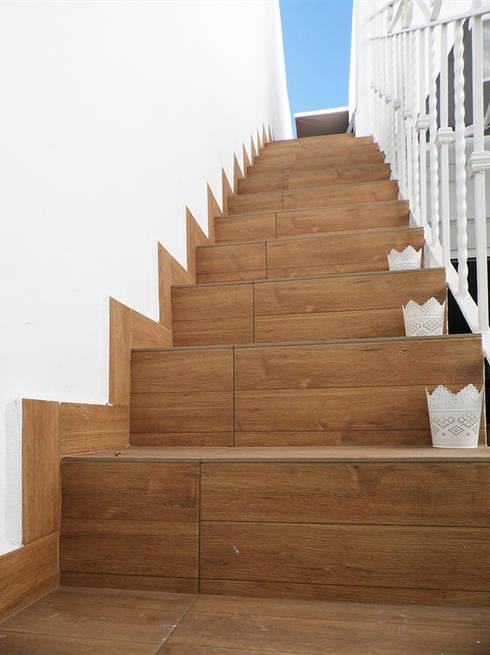 Escalera terraza :  de estilo  de scala-proyectos