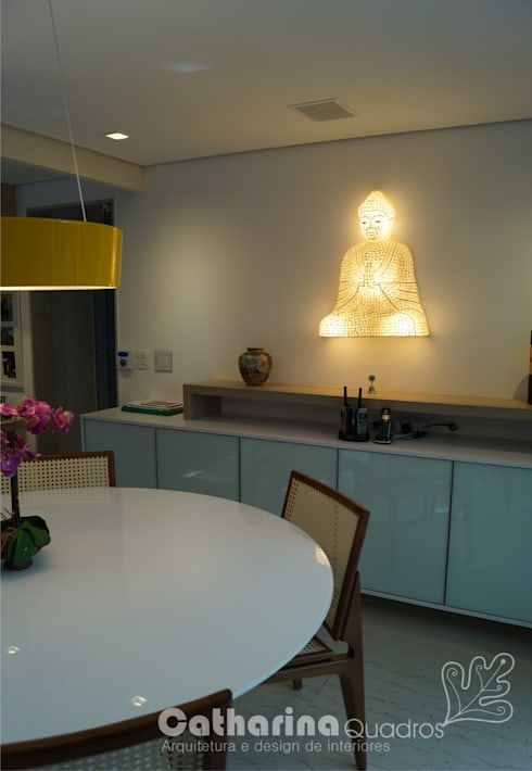 Residência Piratininga 2015: Salas de jantar modernas por Catharina Quadros Arquitetura e Interiores