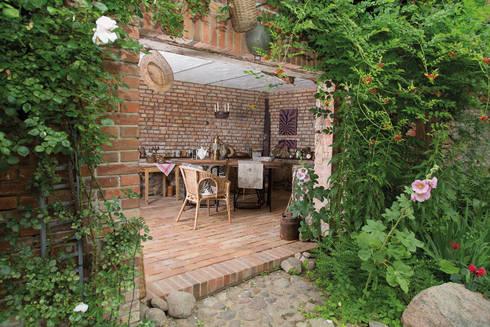 Eingang zur Sommerküche auf dem Lothshof:  Wände von Büro Köthe
