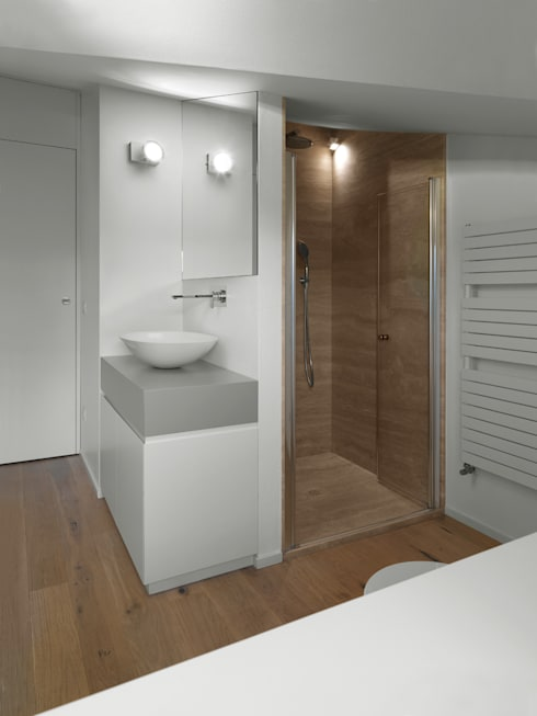 Bagno mansarda: Bagno in stile  di NEARCH architecture & design