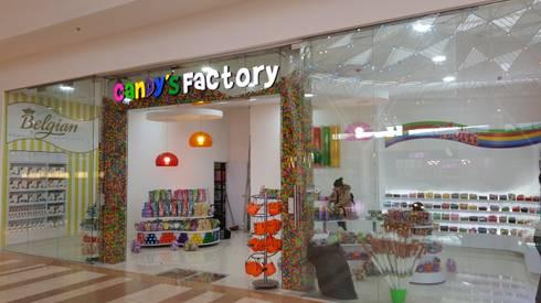 Aviso Candys Facotry: Oficinas y tiendas de estilo  por Phoenix Touch