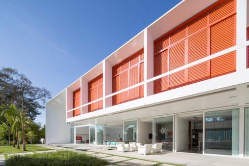 Detalhe dos Terraços:   por Carlos Bratke Arquiteto