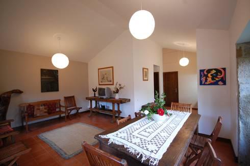 Reabilitação de Casa de Campo: Salas de jantar rústicas por Borges de Macedo, Arquitectura.