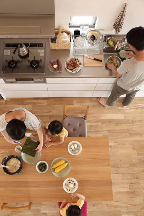 2階キッチンとダイニング: nano Architectsが手掛けたダイニングです。