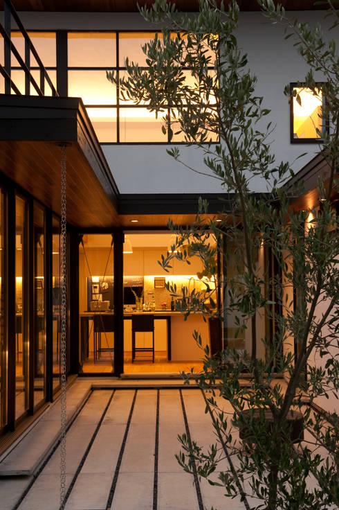 Finestre in stile  di Sakurayama-Architect-Design