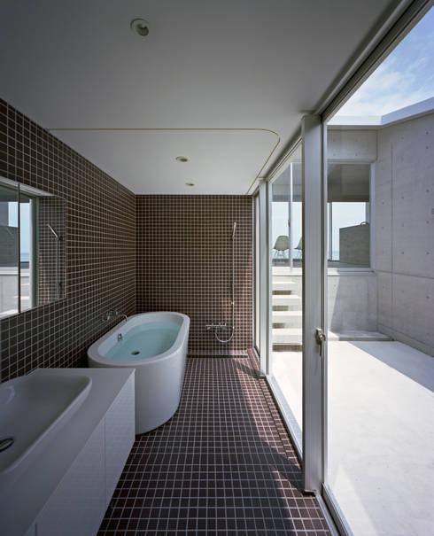 抜けのある家: 株式会社CAPDが手掛けた浴室です。