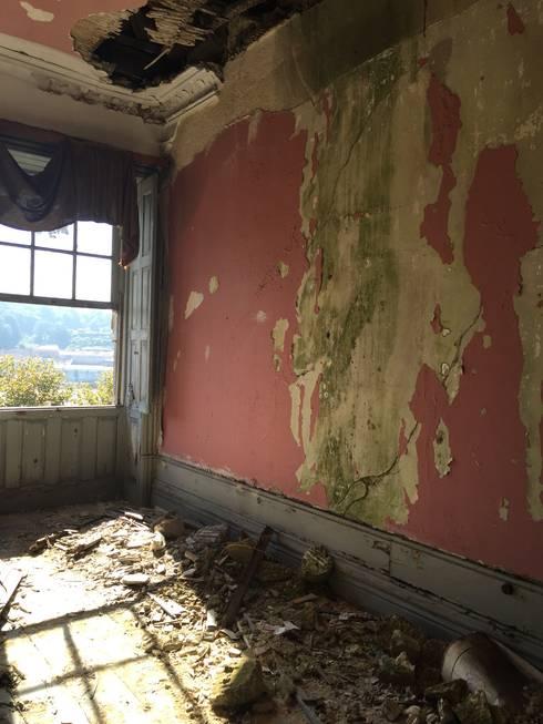 Loft - Casa Porto 2015 - ANTES:   por Antarte Mobiliário