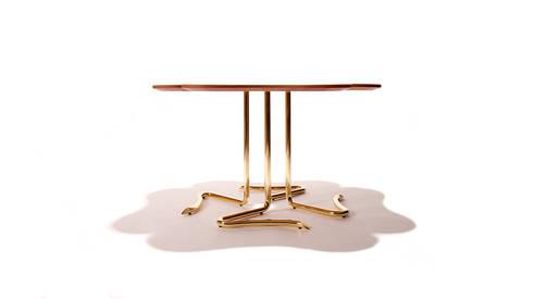 Four… For Luck – Center table: Casa  por INSIDHERLAND
