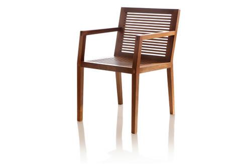 Cadeira PROP com braço ripada: Sala de jantar  por LLUSSÁ Mobiliário de design