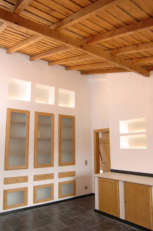Habitação.Monte Alentejano I.Arraiolos: Cozinhas rústicas por BL Design Arquitectura e Interiores