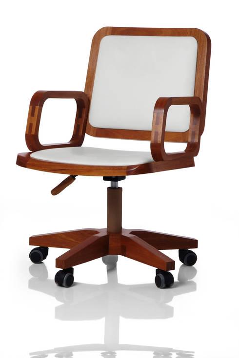 Cadeira giratória GIR com braço assento e encosto estofados: Escritório e loja  por LLUSSÁ Mobiliário de design