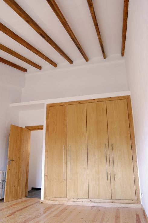 Habitação.Monte Alentejano I.Arraiolos: Quartos rústicos por BL Design Arquitectura e Interiores