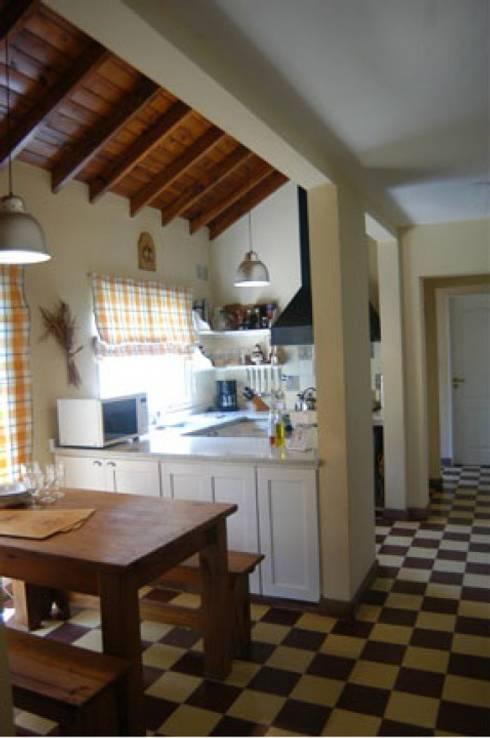 ห้องครัว by Radrizzani Rioja Arquitectos