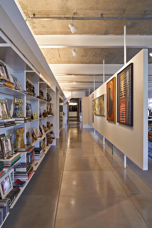 Galeria: Corredores e halls de entrada  por Piratininga Arquitetos Associados