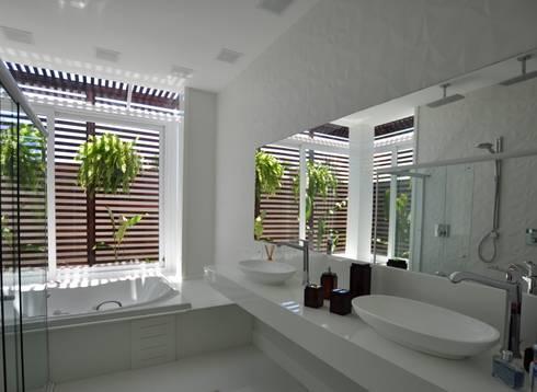 Banheiro suite Master: Banheiros modernos por Libório Gândara Ateliê de Arquitetura