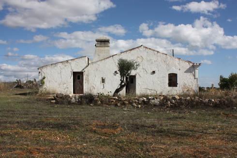 Pensão Agricola: Casas mediterrânicas por atelier Rua - Arquitectos
