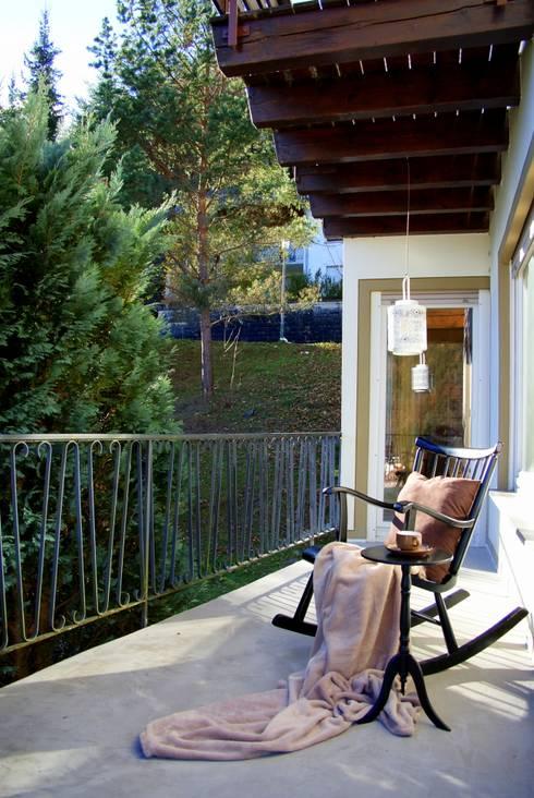 Balcones, porches y terrazas de estilo  por wohnausstatter