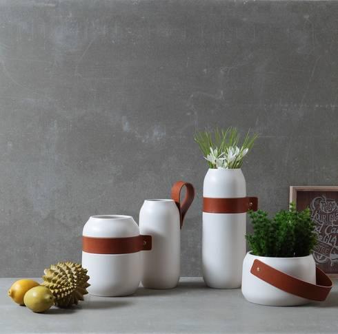Hoop Vases: Casa  por Jomaze, lda