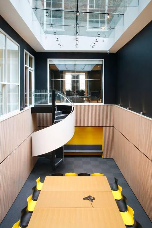 Projekty,  Korytarz, przedpokój zaprojektowane przez EeStairs | Stairs and balustrades