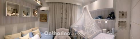 Quarto bebê, Charitas – Niterói – RJ 2015: Quarto infantil  por Catharina Quadros Arquitetura e Interiores