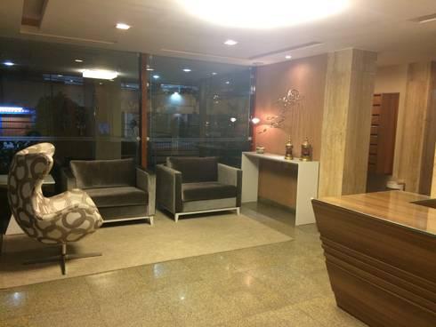 Portaria Cezanné – Icaraí – Niterói – RJ – 2014: Espaços comerciais  por Catharina Quadros Arquitetura e Interiores