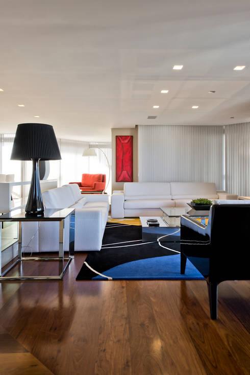 Living: Salas de estar modernas por Yara Mendes Arquitetura e Decoração