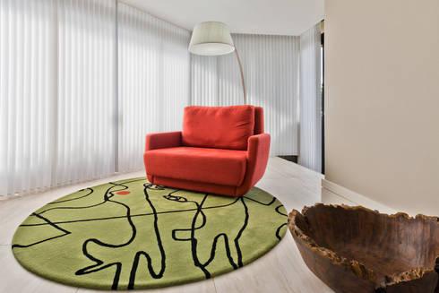 Espaço de Leitura: Salas de estar modernas por Yara Mendes Arquitetura e Decoração