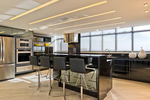 Espaço Gourmet: Cozinhas modernas por Yara Mendes Arquitetura e Decoração