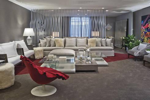 Morar com Arte: Salas de estar modernas por Yara Mendes Arquitetura e Decoração