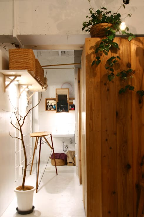 Apartment in Amizima: MimasisDesign [ミメイシスデザイン]が手掛けた浴室です。