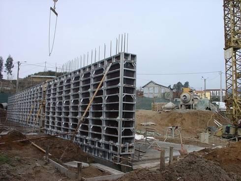 Private house building in Lousada (Portugal): Casas modernas por Dynamic444