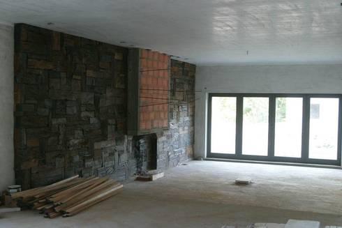 Private house building in Lousada (Portugal): Salas de estar modernas por Dynamic444