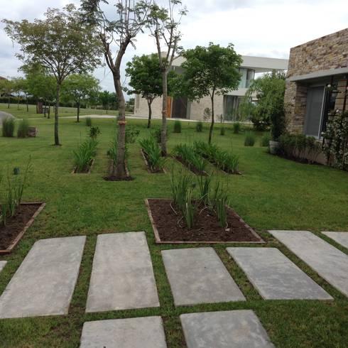 Jardines de estilo clásico de BAIRES GREEN