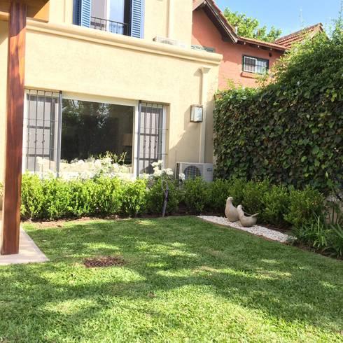 Peque os jardines lindas vistas por baires green homify for Homify jardines pequenos