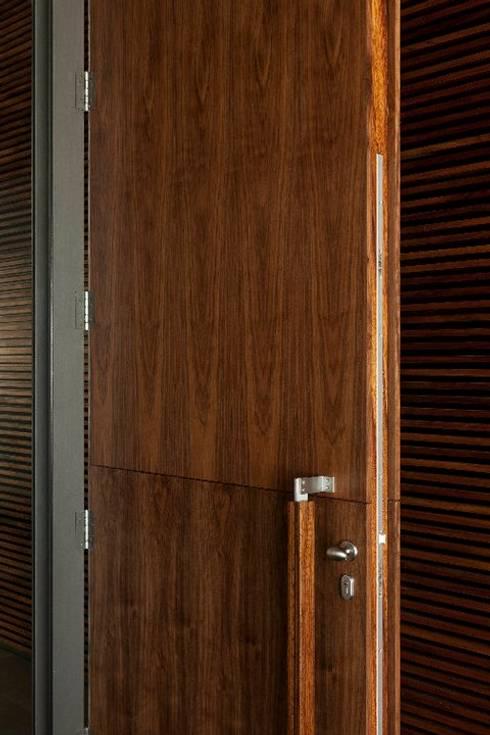 MitPenha: Janelas   por Atelier fernando alves arquitecto l.da