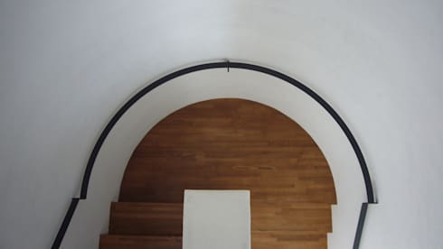 中津O邸 Nakatsu O house: 一級建築士事務所たかせaoが手掛けた玄関/廊下/階段です。