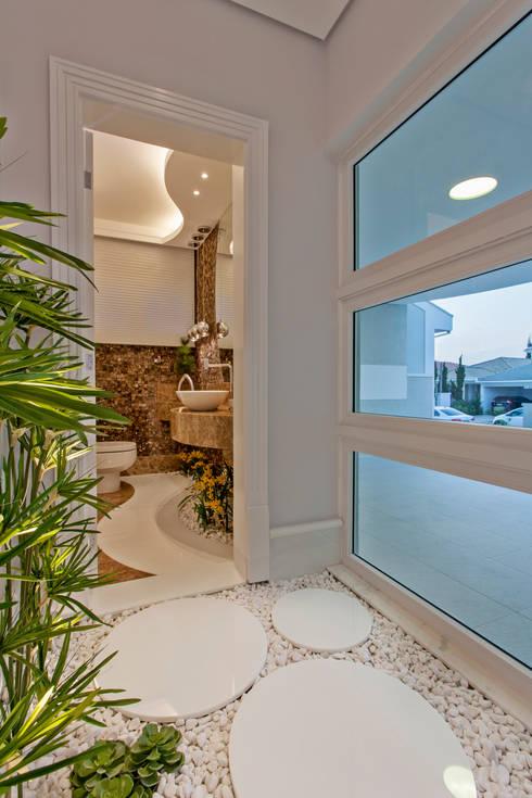 Projekty,  Łazienka zaprojektowane przez Arquiteto Aquiles Nícolas Kílaris