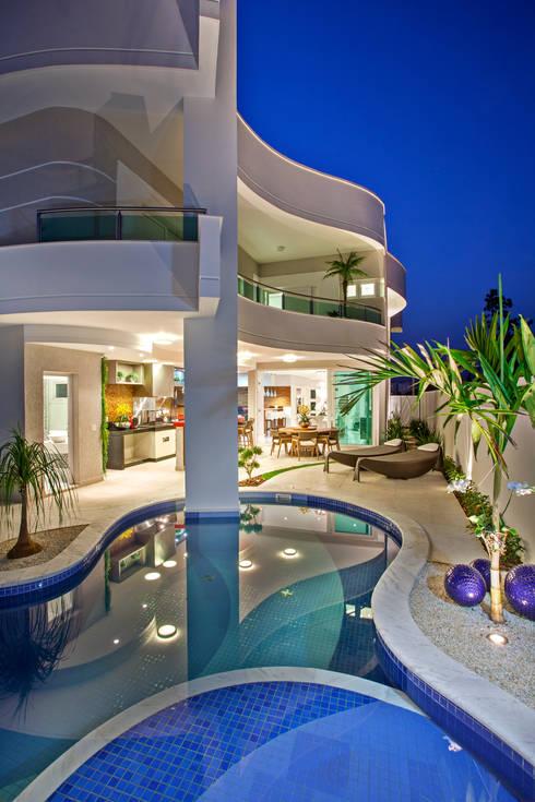 Projekty,  Domy zaprojektowane przez Arquiteto Aquiles Nícolas Kílaris