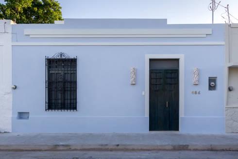 FACHADA RESTAURADA: Casas de estilo ecléctico por CERVERA SÁNCHEZ ARQUITECTOS