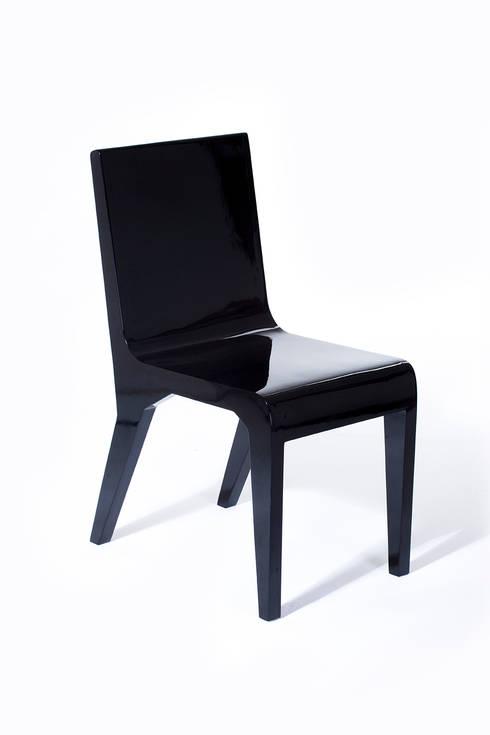 Pose Chair: Comedor de estilo  por Polígono