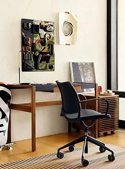 Risom Desk : Oficinas y tiendas de estilo  por Design Within Reach Mexico
