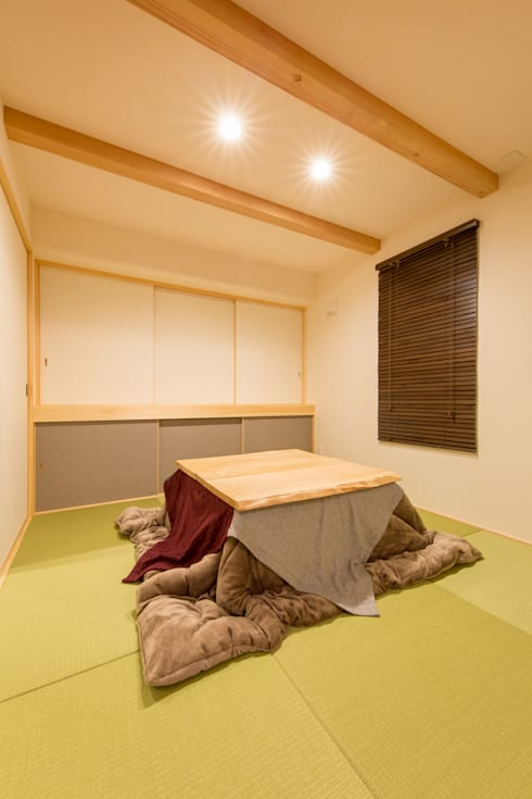Media room by 株式会社ルティロワ 一級建築士事務所