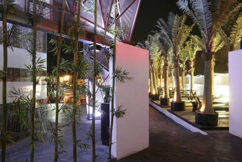 1 LOUNGE:  Bars & clubs by Aijaz Hakim Architect [AHA]