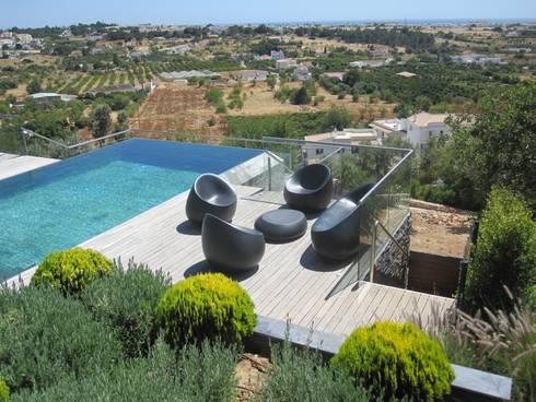 Projecto MH - Albufeira: Piscinas modernas por Smokesignals - Home & Contract Concept Lda