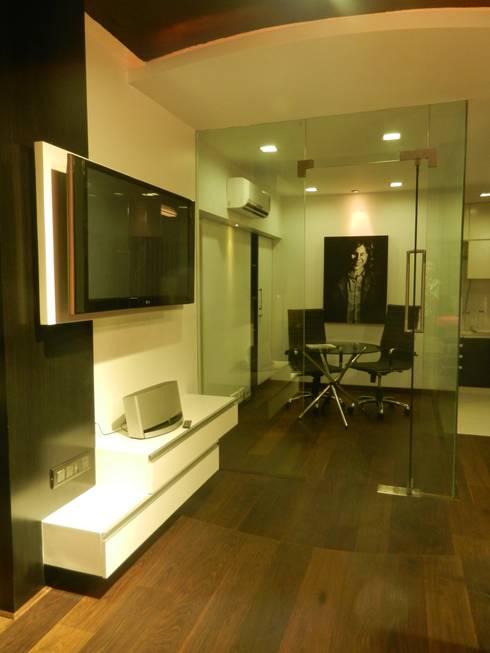 Bureau de style de style Moderne par Redbeam Studio