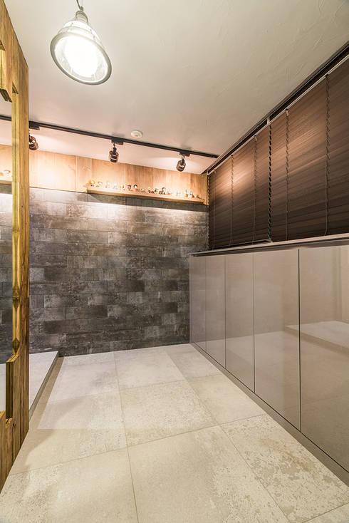 수원시 영통구 이의동 자연앤자이아파트 (48평형): 아르떼 인테리어 디자인의  복도 & 현관